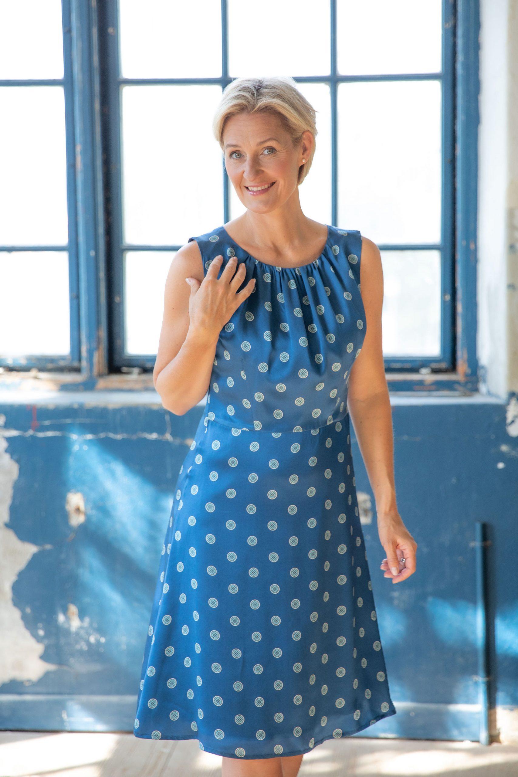 Linn klänning blå prick Dughult of Sweden